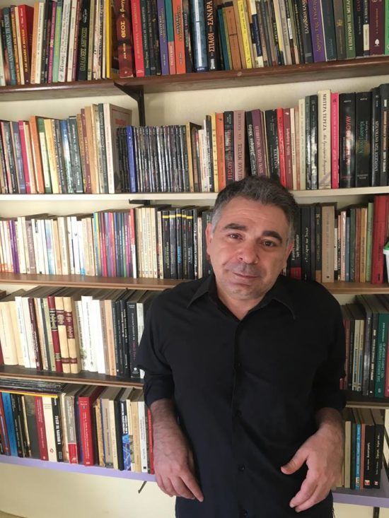 Αντώνης Αντωνιάδης: «Η συγγραφή είναι σαν ένας αθεράπευτος ιός»